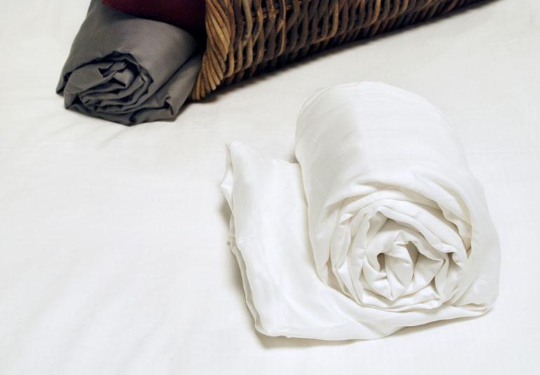drap housse satin 160x200 drap housse achat vente drap housse pas cher les soldes sur destin. Black Bedroom Furniture Sets. Home Design Ideas